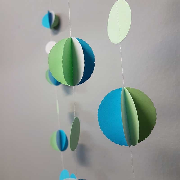 Guirlande papier boule vert d'eau, turquoise et blanc