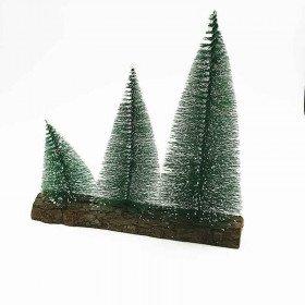 3 sapins vert socle bois