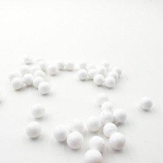 Sachet de petites boules de noel blanche 15mm
